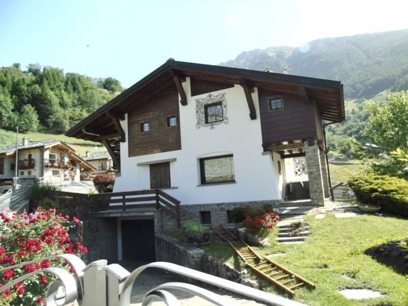 Villa in vendita a Etroubles, 6 locali, Trattative riservate | CambioCasa.it