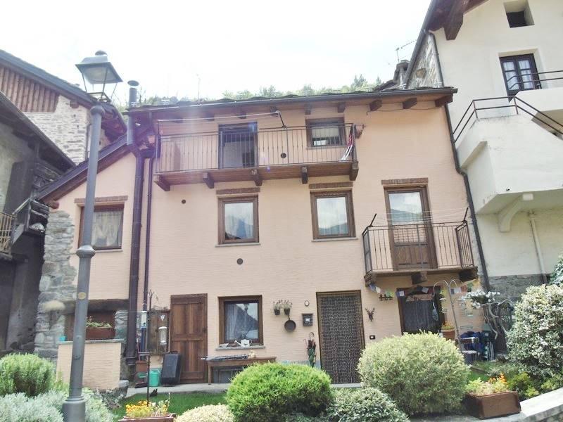 Appartamento in vendita a Saint-Marcel, 3 locali, prezzo € 107.000 | CambioCasa.it