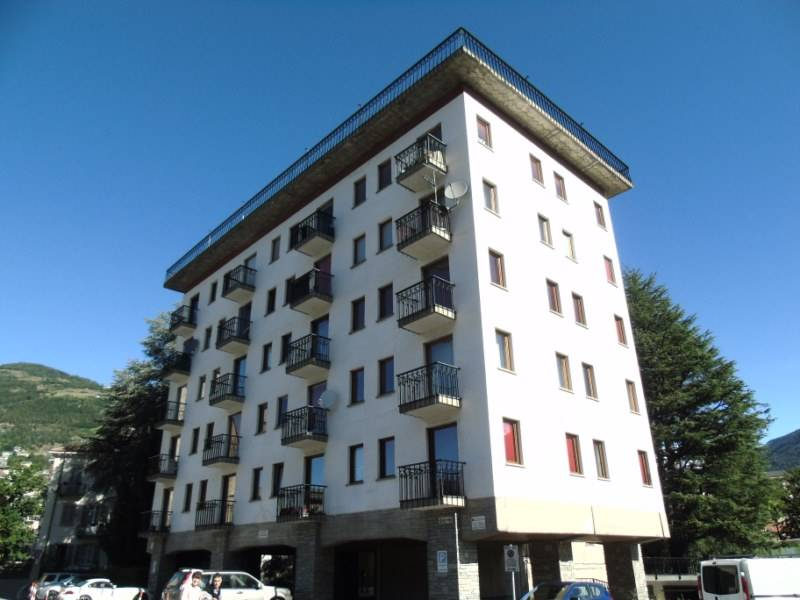 Appartamento in affitto a Aosta, 4 locali, zona Zona: Centro, prezzo € 650 | CambioCasa.it