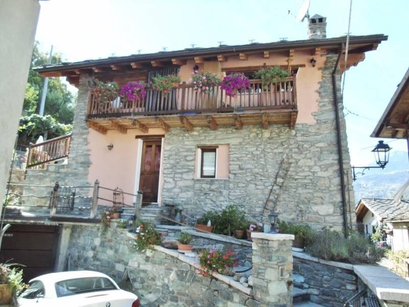 Villa in vendita a Fenis, 4 locali, zona Zona: Perron, prezzo € 295.000 | CambioCasa.it