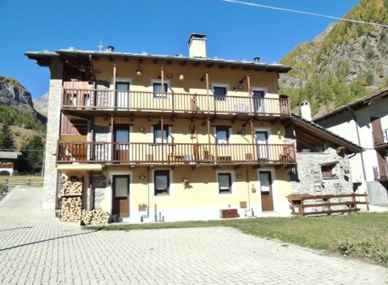 Appartamento in vendita a Ollomont, 2 locali, zona Zona: Vouèces Dessus, prezzo € 120.000 | CambioCasa.it
