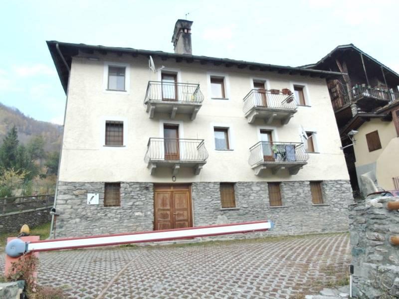 Appartamento in affitto a Etroubles, 2 locali, prezzo € 325 | CambioCasa.it
