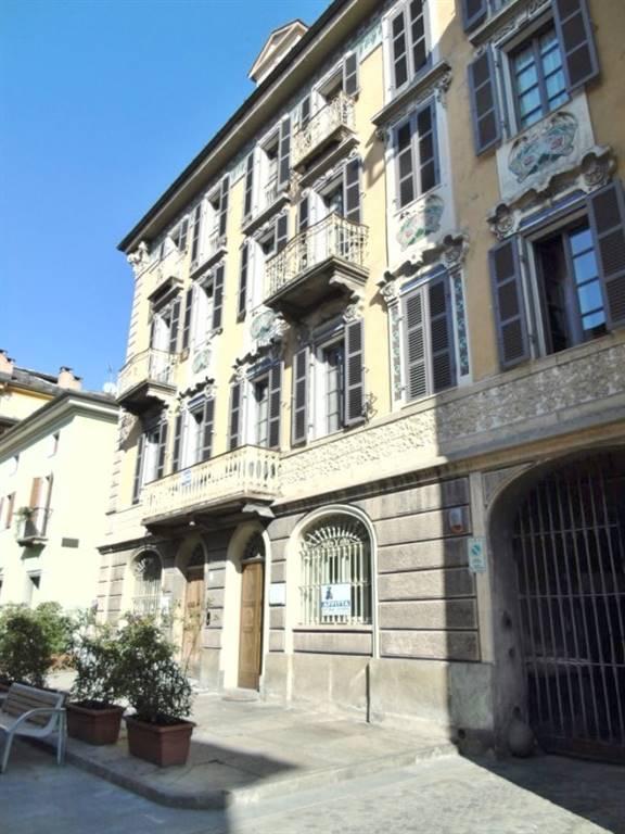 Negozio / Locale in affitto a Aosta, 2 locali, zona Zona: Centro, prezzo € 1.200 | CambioCasa.it