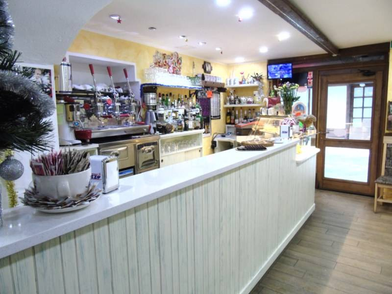 Bar in vendita a Aosta, 4 locali, zona Zona: Centro, prezzo € 200.000 | CambioCasa.it