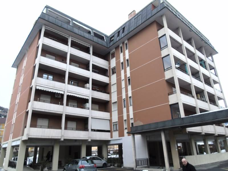 Appartamento in affitto a Aosta, 4 locali, zona Zona: Centro, prezzo € 700 | CambioCasa.it