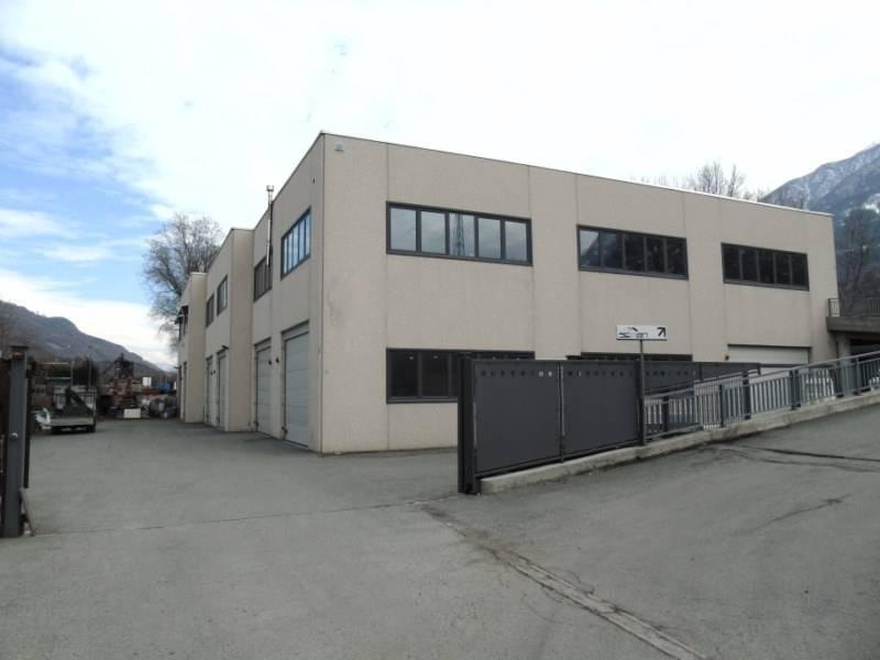 Capannone in vendita a Quart, 7 locali, zona Zona: Villefranche (capoluogo), prezzo € 275.000 | CambioCasa.it