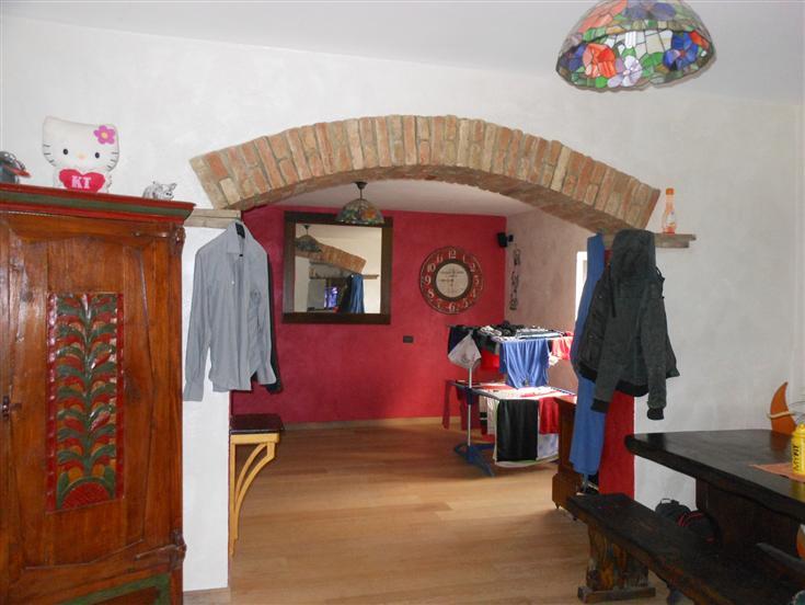 Soluzione Indipendente in vendita a Caorso, 6 locali, zona Zona: Roncarolo, prezzo € 230.000 | Cambio Casa.it
