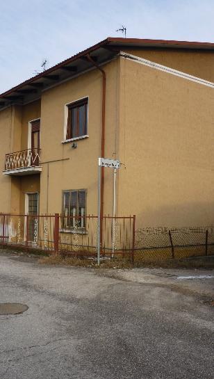 Villa Bifamiliare in vendita a Goito, 5 locali, zona Zona: Marsiletti, prezzo € 45.000   Cambio Casa.it
