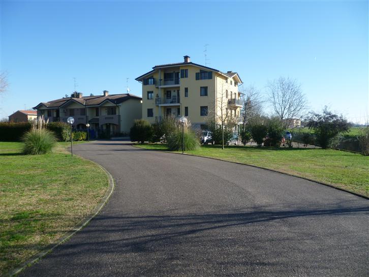 Appartamento in vendita a Reggiolo, 6 locali, zona Zona: Brugneto, prezzo € 130.000 | Cambio Casa.it