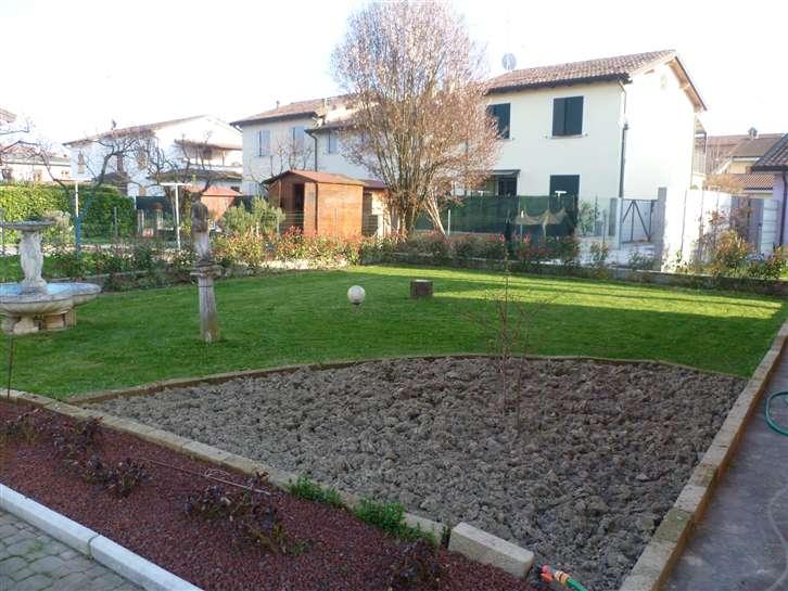 Soluzione Indipendente in vendita a Gualtieri, 7 locali, prezzo € 240.000 | Cambio Casa.it