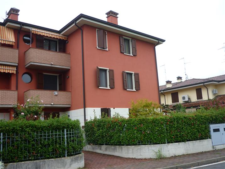 Appartamento in vendita a Suzzara, 6 locali, prezzo € 130.000 | Cambio Casa.it