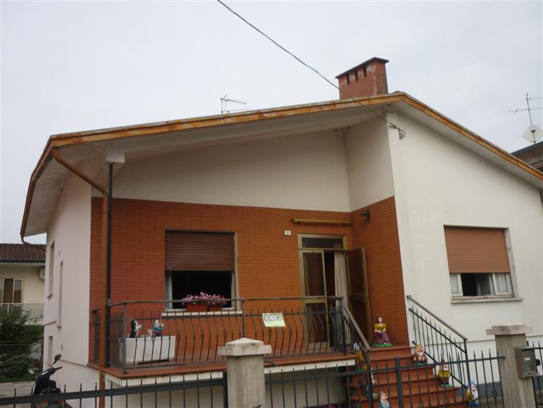Villa in vendita a Suzzara, 4 locali, prezzo € 125.000 | Cambio Casa.it
