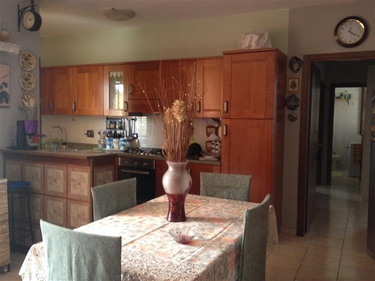 Appartamento in vendita a Gualtieri, 3 locali, zona Zona: Santa Vittoria, prezzo € 140.000 | Cambio Casa.it