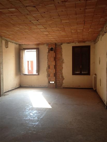 Palazzo / Stabile in Vendita a Luzzara