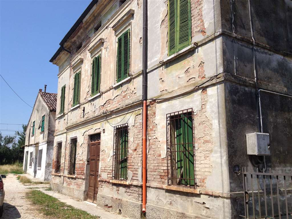 Soluzione Indipendente in vendita a Suzzara, 10 locali, prezzo € 250.000   Cambio Casa.it