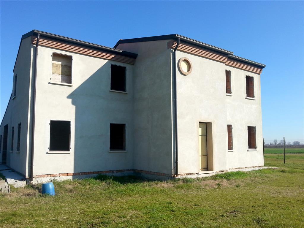 Villa in vendita a Quistello, 8 locali, prezzo € 150.000 | Cambio Casa.it