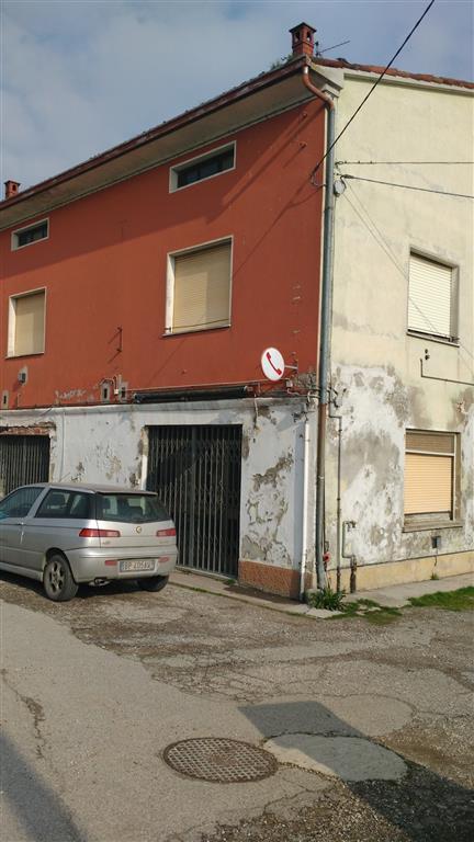 Ristorante / Pizzeria / Trattoria in vendita a San Benedetto Po, 5 locali, prezzo € 70.000 | Cambio Casa.it