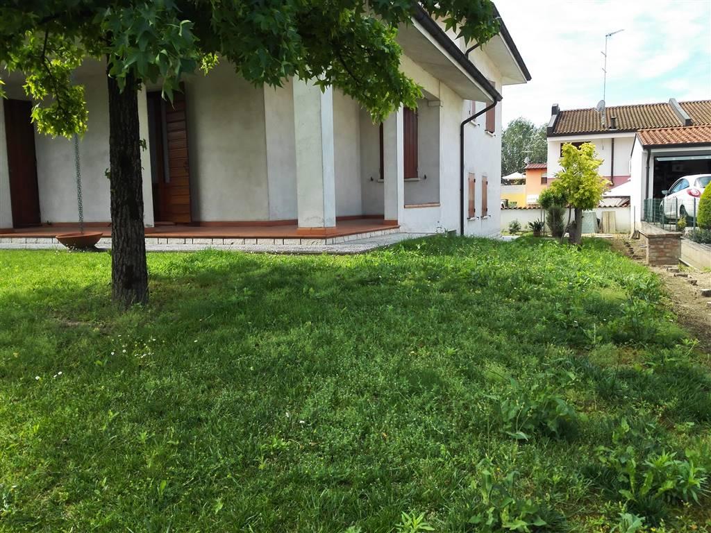 Villa in vendita a Pegognaga, 9 locali, prezzo € 320.000 | Cambio Casa.it