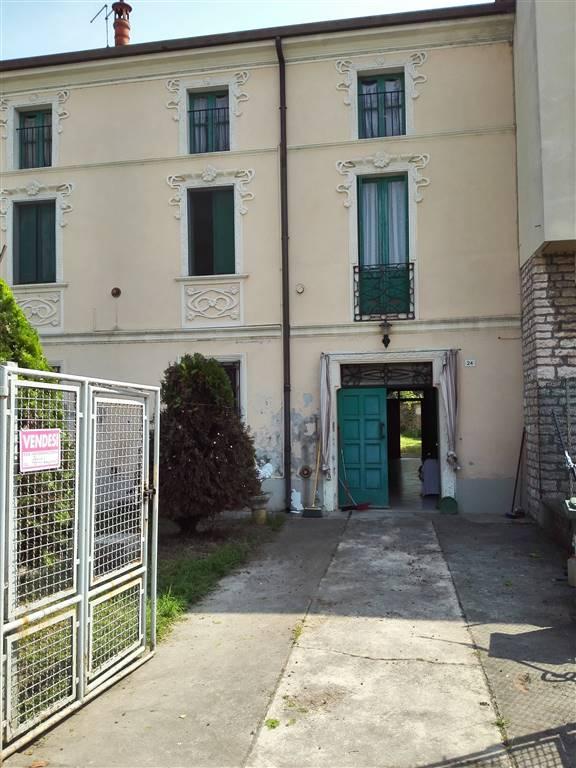 Villa Bifamiliare in Vendita a Quistello