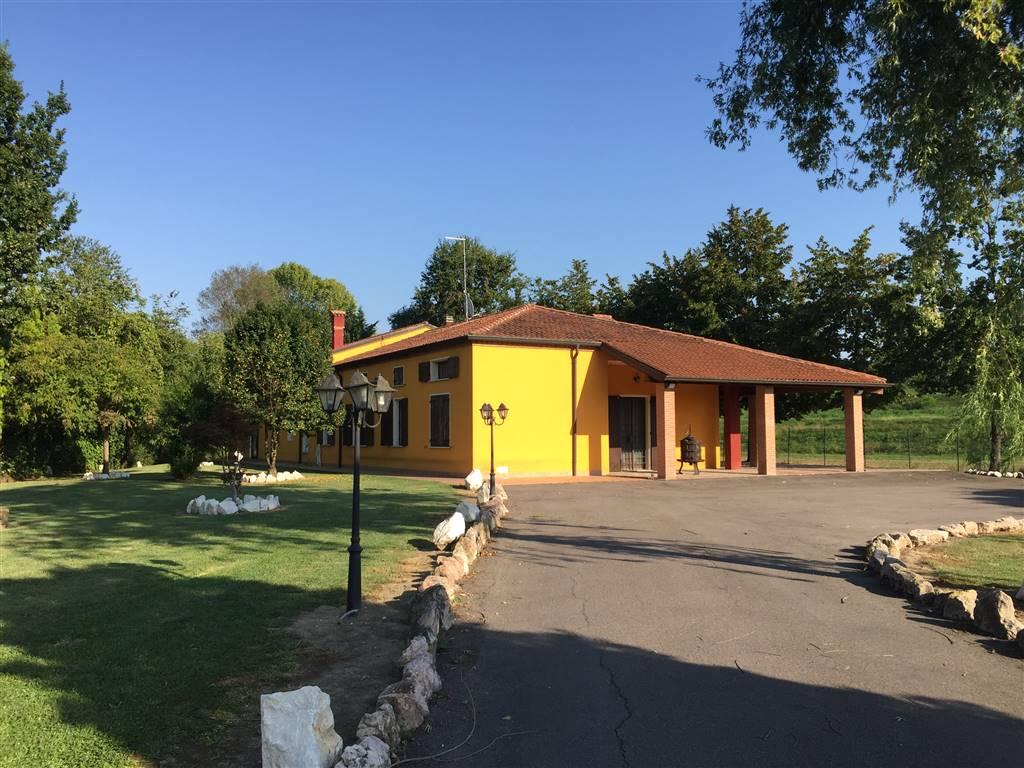 Villa in vendita a Bagnolo San Vito, 5 locali, prezzo € 370.000 | Cambio Casa.it