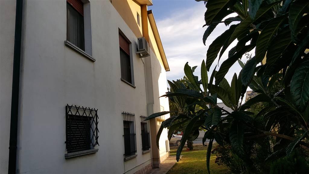 Soluzione Indipendente in vendita a Luzzara, 5 locali, zona Zona: Codisotto, prezzo € 220.000 | Cambio Casa.it