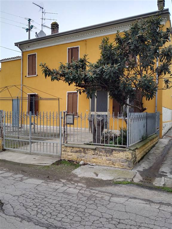 Villa in vendita a Pegognaga, 7 locali, zona Zona: Polesine, prezzo € 90.000 | Cambio Casa.it