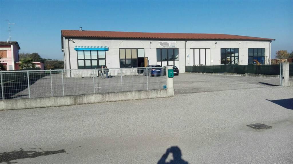 Capannone in vendita a Gonzaga, 9999 locali, Trattative riservate | Cambio Casa.it