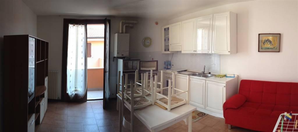 Appartamento in affitto a Suzzara, 2 locali, zona Località: RONCOBOLDO, prezzo € 350 | Cambio Casa.it