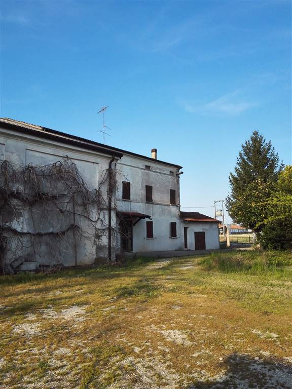 Rustico / Casale in vendita a Pegognaga, 10 locali, prezzo € 100.000   Cambio Casa.it