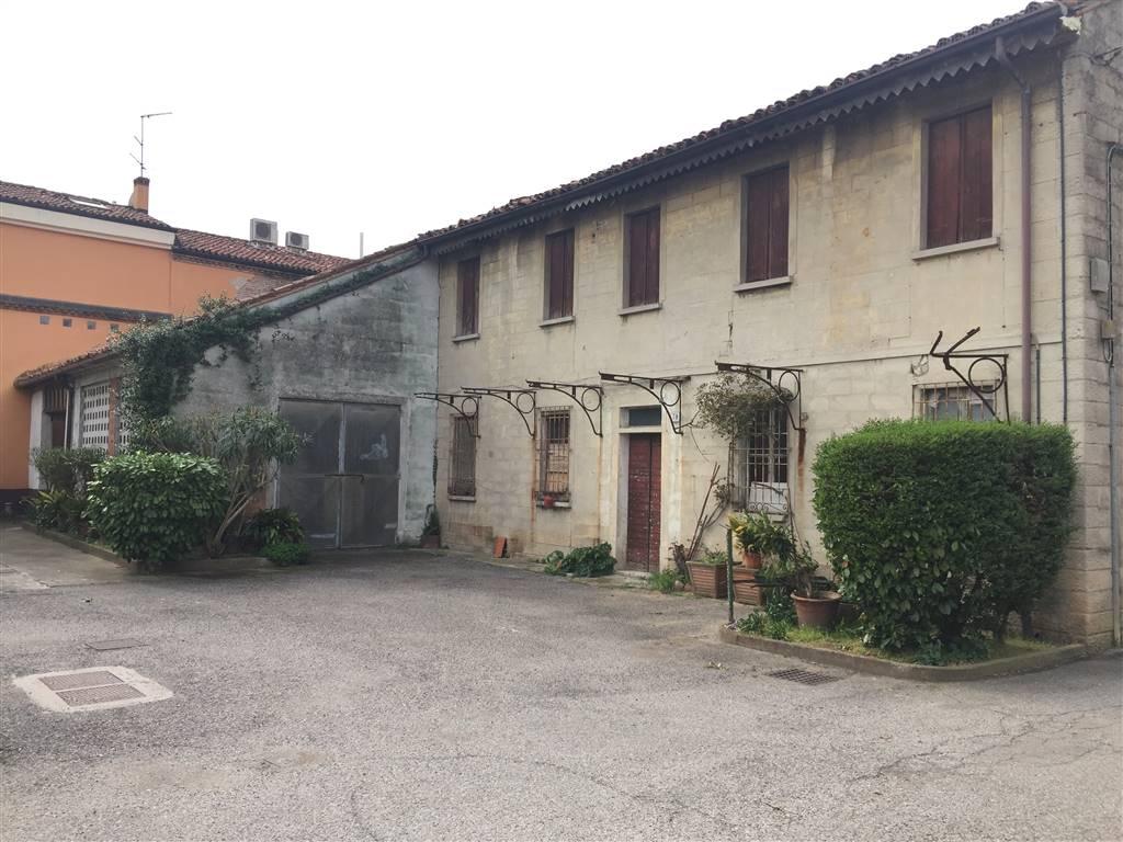 Soluzione Indipendente in vendita a Mantova, 4 locali, zona Zona: Dosso del Corso, prezzo € 60.000 | Cambio Casa.it
