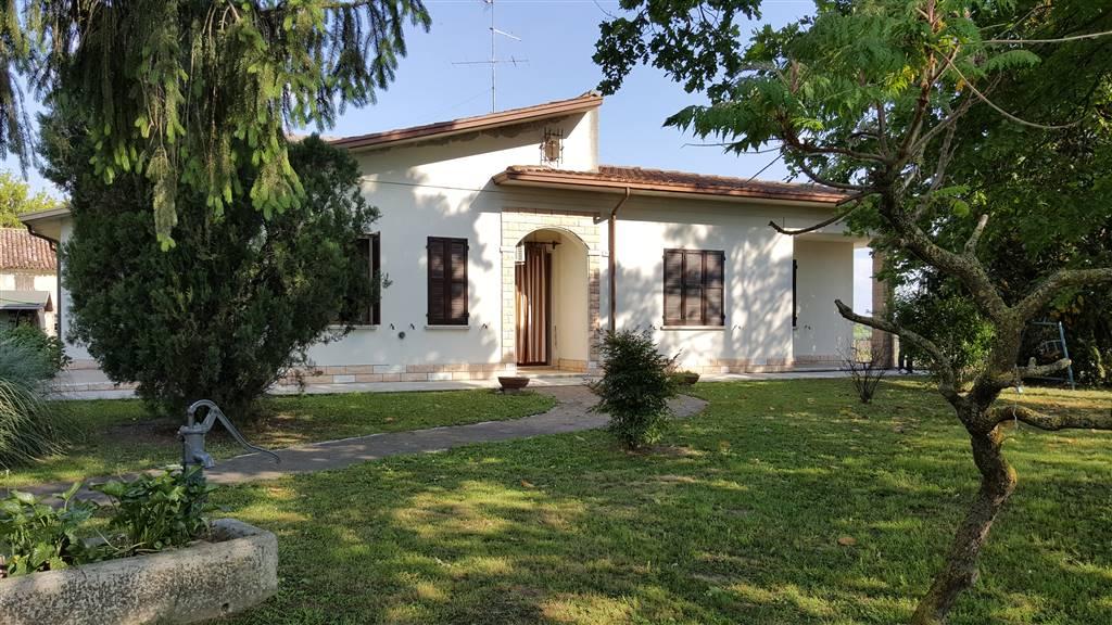 Soluzione Indipendente in vendita a Suzzara, 5 locali, prezzo € 180.000 | Cambio Casa.it