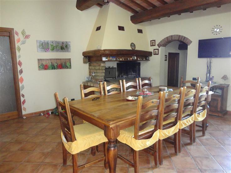 Soluzione Indipendente in vendita a Gambassi Terme, 7 locali, prezzo € 290.000 | Cambio Casa.it