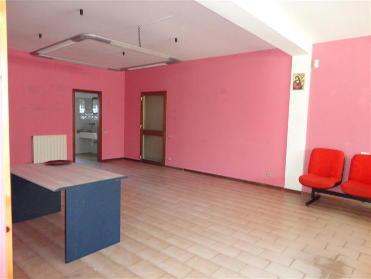 Ufficio / Studio in affitto a Gambassi Terme, 4 locali, zona Zona: Badia a Cerreto, prezzo € 350 | CambioCasa.it