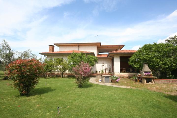 Villa in vendita a Castagneto Carducci, 6 locali, zona Zona: Donoratico, prezzo € 830.000 | CambioCasa.it