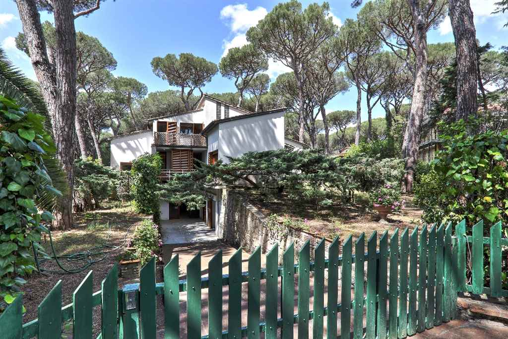 Villa in vendita a Castagneto Carducci, 8 locali, zona Zona: Marina di Castagneto Carducci, prezzo € 700.000 | Cambio Casa.it