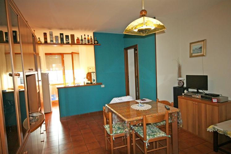 Appartamento in vendita a Castagneto Carducci, 3 locali, zona Zona: Donoratico, prezzo € 120.000 | CambioCasa.it