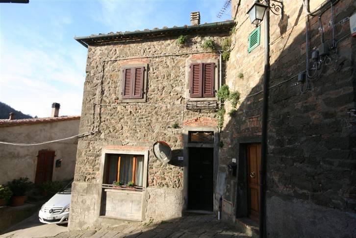 Palazzo / Stabile in vendita a Montecatini Val di Cecina, 6 locali, zona Località: MONTECATINI ALTO, prezzo € 230.000 | Cambio Casa.it