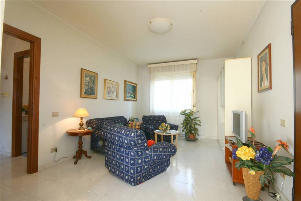 Appartamento in vendita a Castagneto Carducci, 4 locali, zona Zona: Donoratico, prezzo € 135.000 | CambioCasa.it