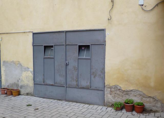 garage-Box-posto auto  in Vendita a Poggibonsi