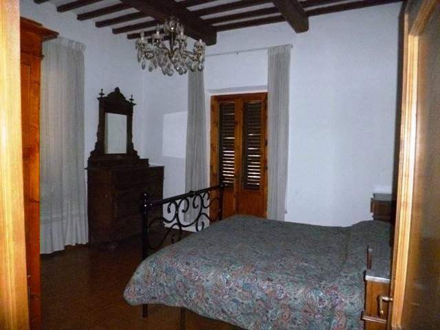 Soluzione Indipendente in vendita a Poggibonsi, 8 locali, prezzo € 340.000 | Cambio Casa.it