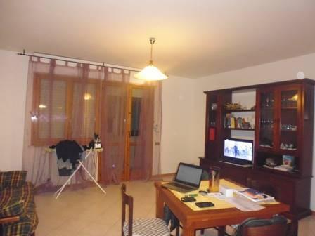 Appartamento in vendita a Colle di Val d'Elsa, 4 locali, prezzo € 180.000 | Cambio Casa.it