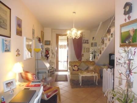 Appartamento in affitto a Poggibonsi, 5 locali, zona Zona: Staggia Senese, prezzo € 600 | Cambio Casa.it
