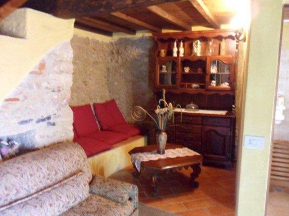 Rustico casale, Metato, Camaiore