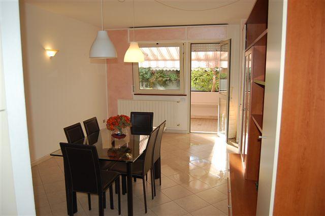 Appartamento in vendita a Viareggio, 4 locali, prezzo € 190.000 | Cambio Casa.it