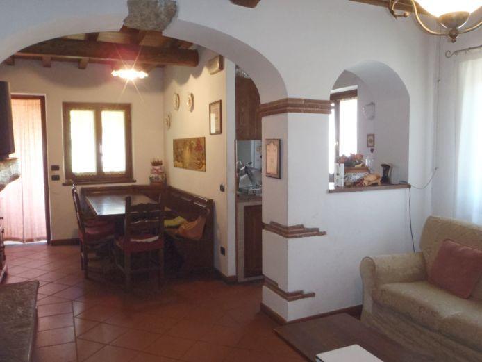Soluzione Indipendente in vendita a Camaiore, 5 locali, prezzo € 210.000 | Cambio Casa.it