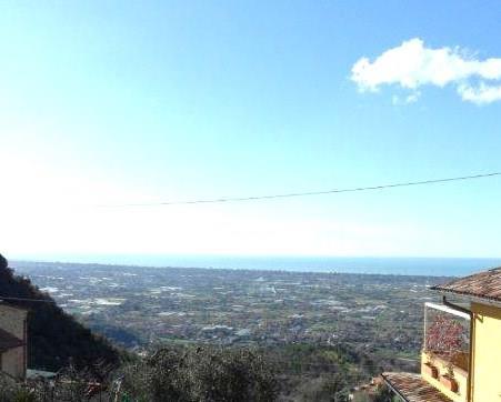 Soluzione Indipendente in vendita a Camaiore, 4 locali, zona Località: SANTA LUCIA, prezzo € 180.000 | Cambio Casa.it