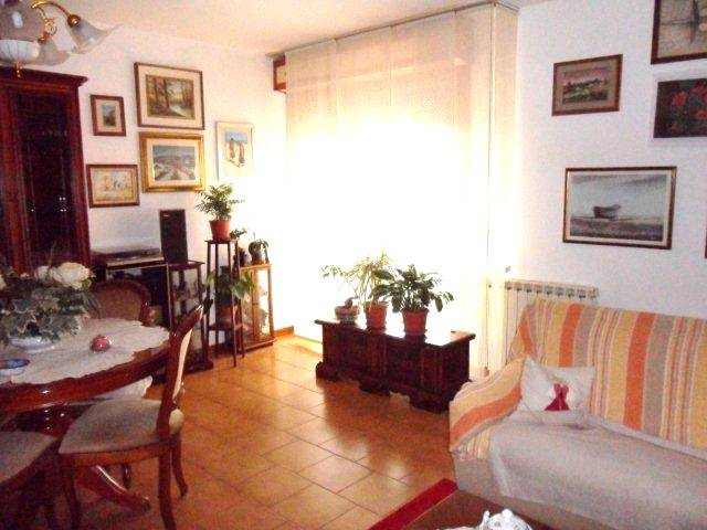 Appartamento in vendita a Camaiore, 5 locali, zona Zona: Capezzano Pianore, prezzo € 170.000 | Cambio Casa.it