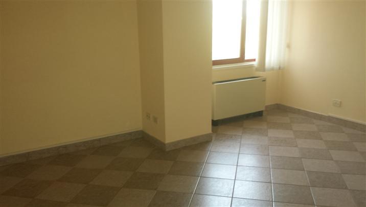Ufficio / Studio in affitto a Collesalvetti, 3 locali, zona Zona: Stagno, prezzo € 700 | Cambio Casa.it
