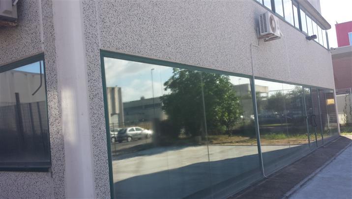CAPANNONE ARTIGIANALE mq, 800 circa con piazzale circostante privato. attualmente diviso in due unità immobiliari la prima di mq. 500 ca con altezza