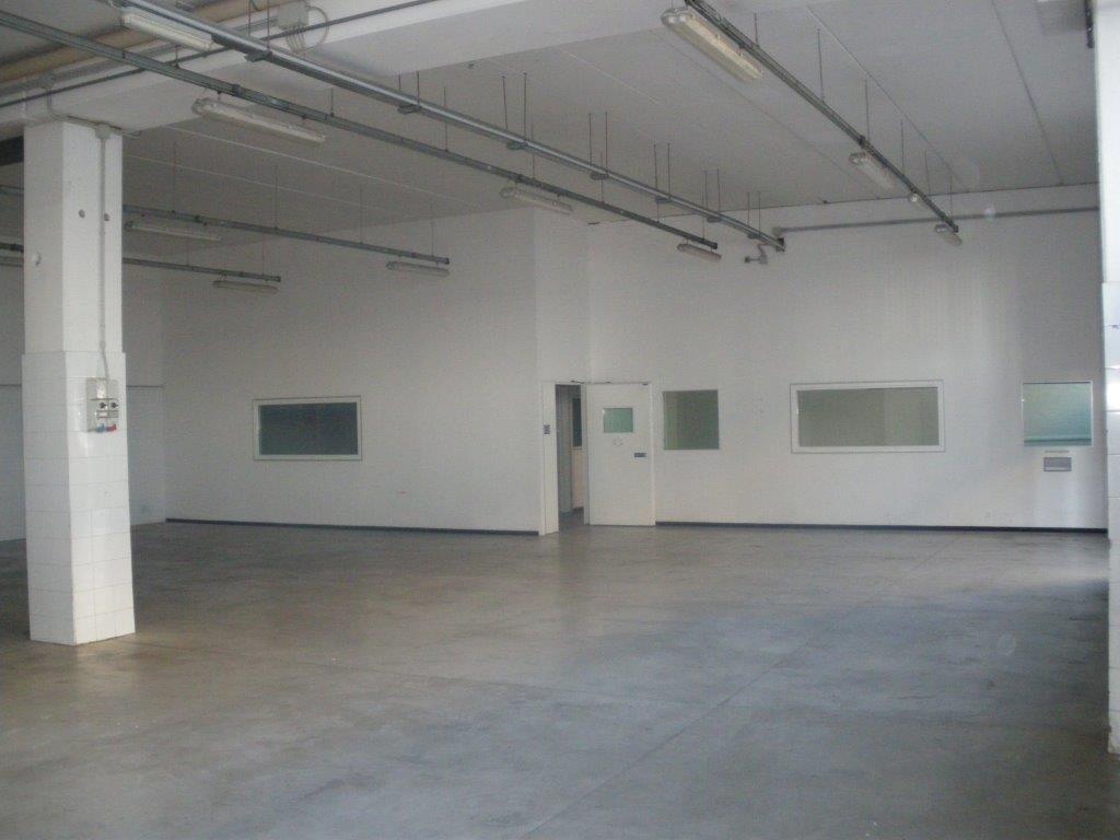 VIA DELLE CATERATTE AFFITTASI CAPANNONE INDUSTRIALE mq.480 più mq. 360 uffici e piazzale esclusivo mq. 250 climatizzato e 5 posti auto ottime